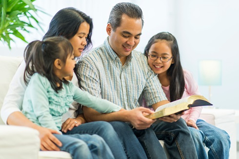 how-to-read-the-bible-as-a-family